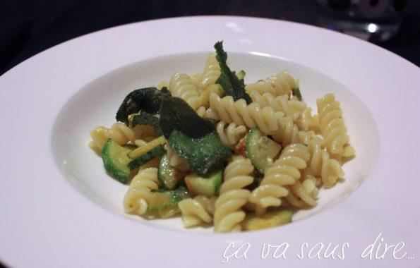 pasta-salvia-fritta-e-zucchine-1024x654.jpg