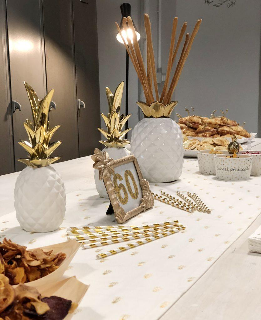 "Centrotavola allestimento ""Golden Pineapples"" | Ça va sans dire | cavasansdire.com"
