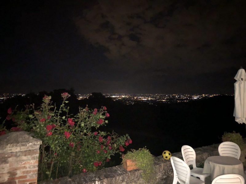 Agriturismo Cavazzone - View by night | Ça va sans dire | cavasansdire.com