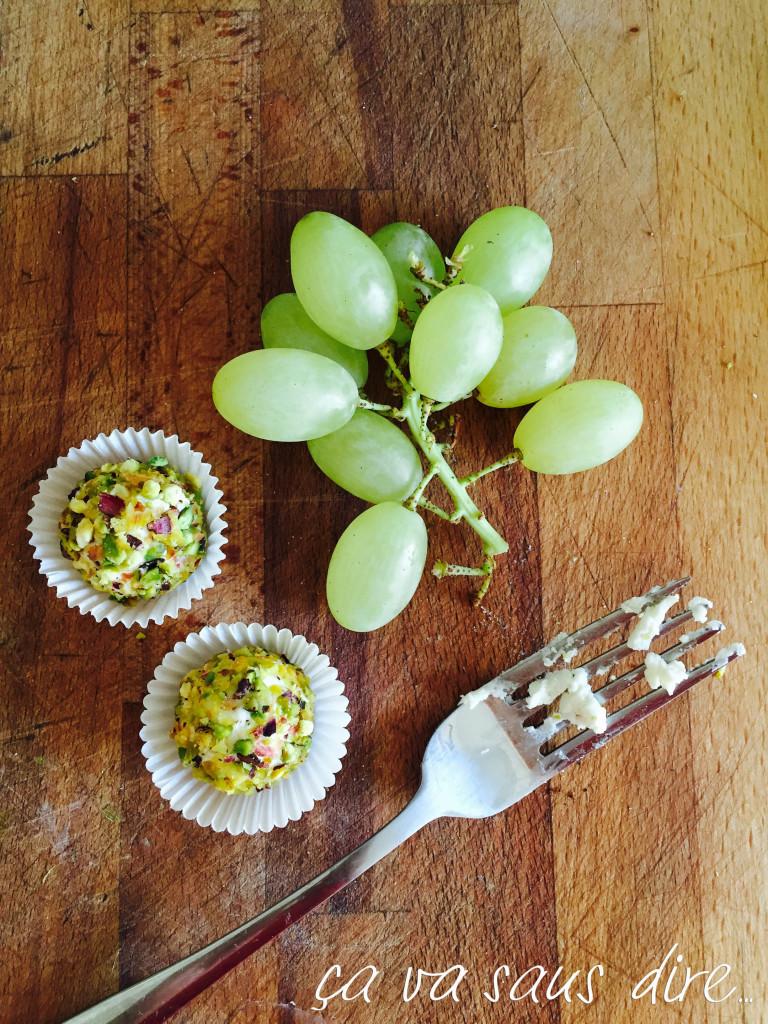 Tartufini uva caprino e granella di pistacchi